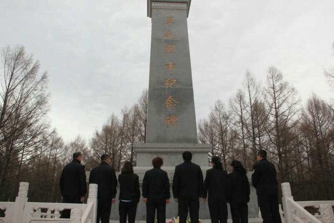 县司法局组织机关全体干部到烈士纪念碑缅怀革命先烈